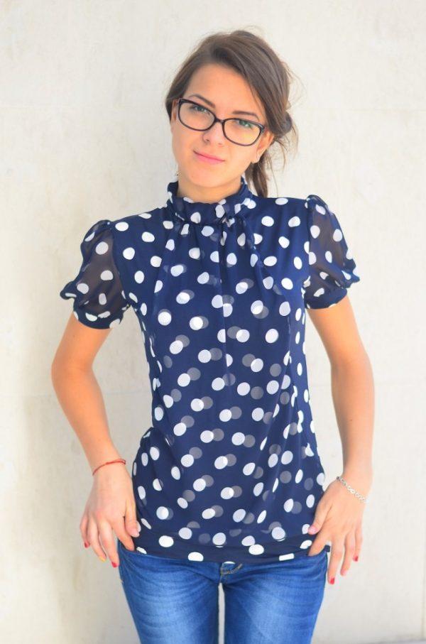 Нов модел тъмно синя блуза с бели точки