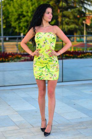 лятна рокля тип бюстие на цветя