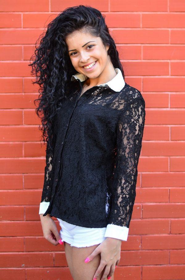 дантелена блуза в черен цвят
