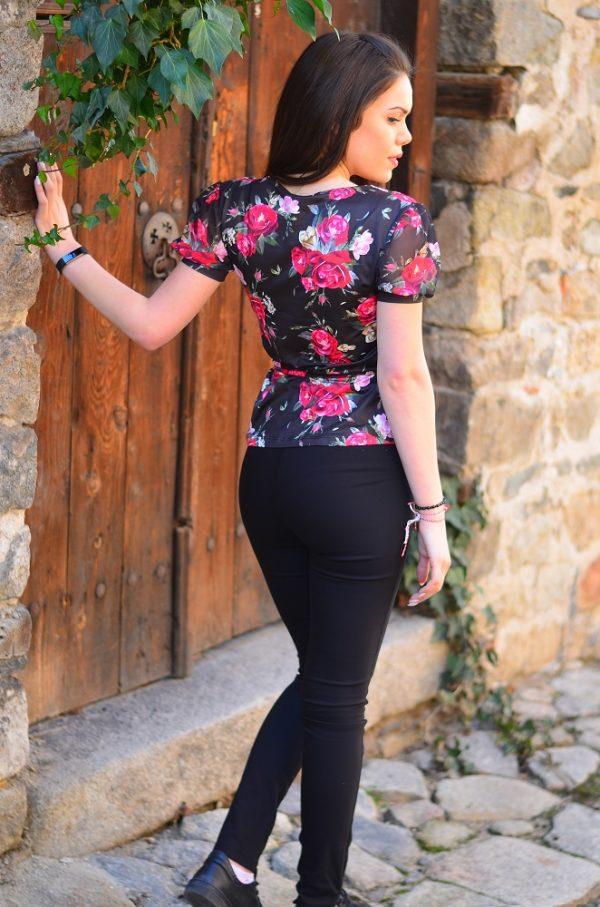 Дамска блуза на червени рози с коланче