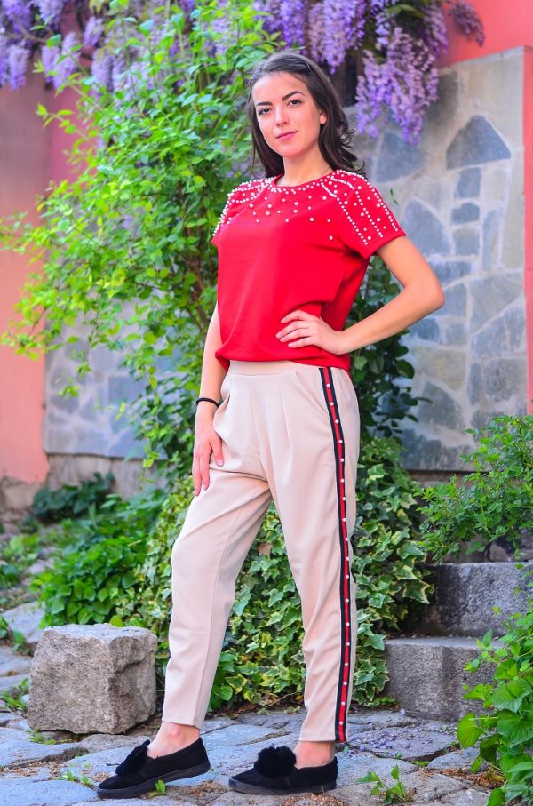 Червена блуза с перли