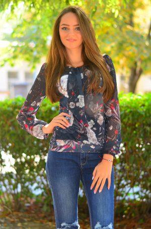 Елегантна дамска блуза с дълъг ръкав на цветя