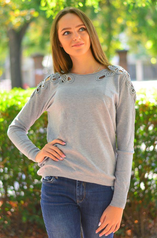 Кашмирна блуза с дълъг ръкав в сив цвят с перли