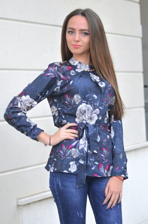 Стилна, елегантна блуза с дълъг ръкав на цветя