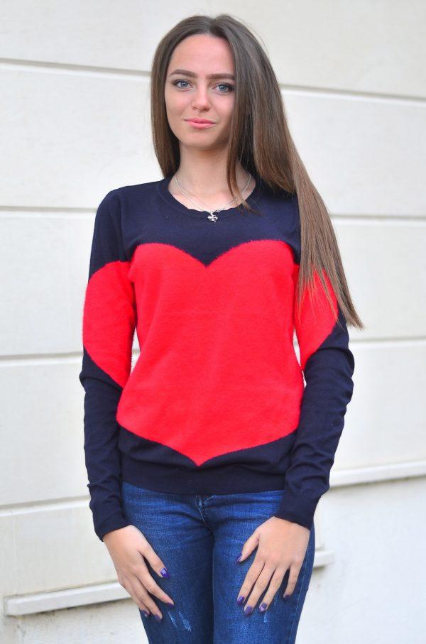 Кашмирна блуза със сърце