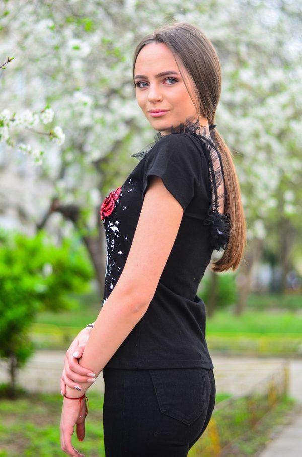 Дамска блуза в черен цвят и интересен принт