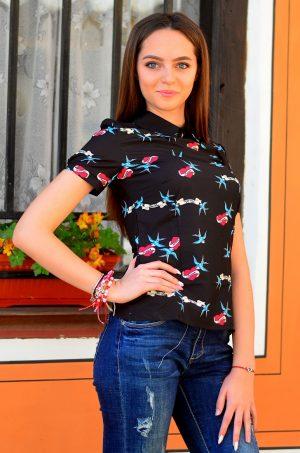 Дамска блуза в черен цвят и пролетни мотиви