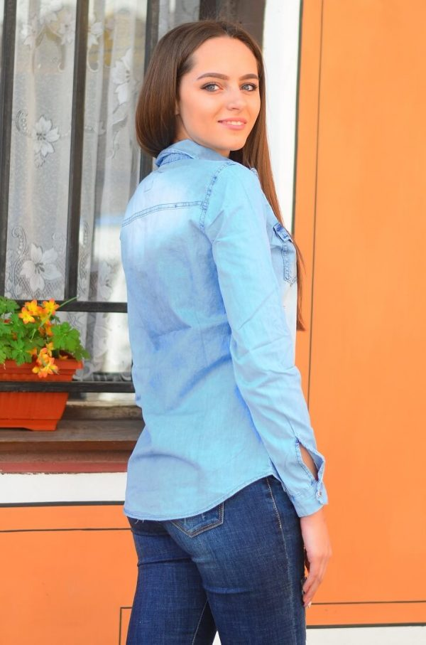 дамска дънкова риза с бродерия