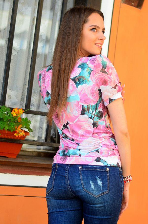 Стилна, елегантна блуза с къс ръкав на цветя
