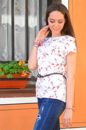 Красива дамска блуза с пролетен принт и коланче