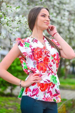 Красива ефирна дамска блуза на рози