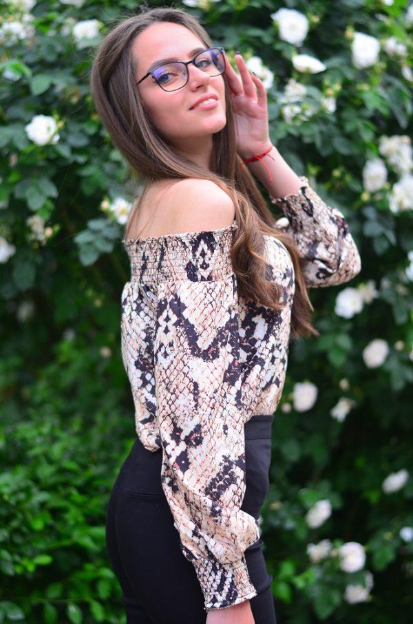 Ефирна блуза с паднали рамене