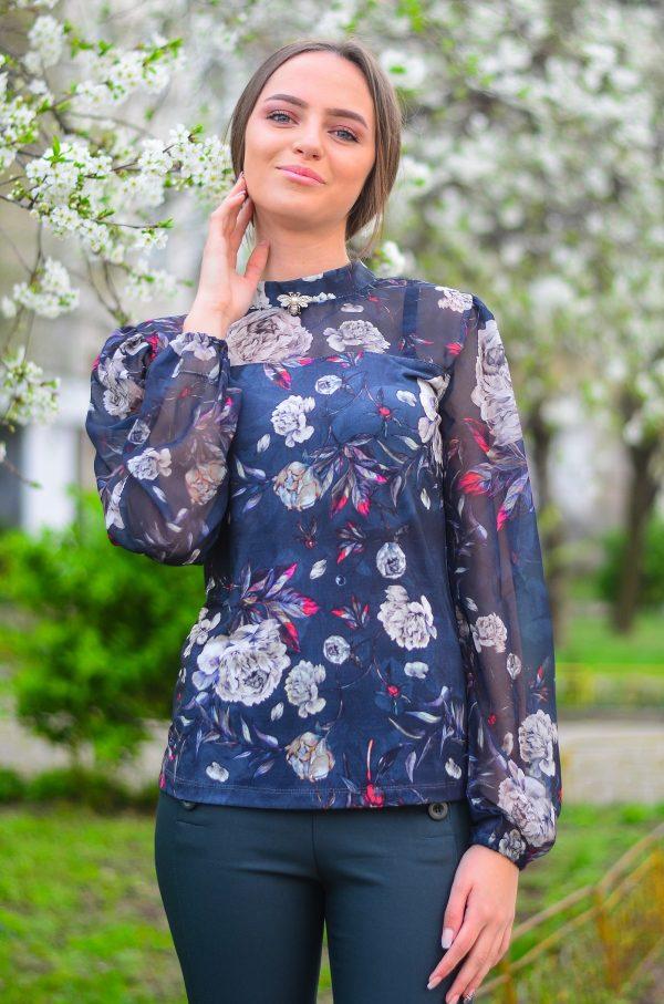 Елегантна блуза с прозрачни ръкави