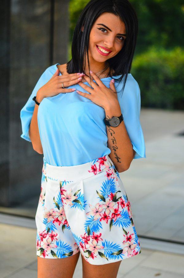 Комплект къси панталонки и синя блузка