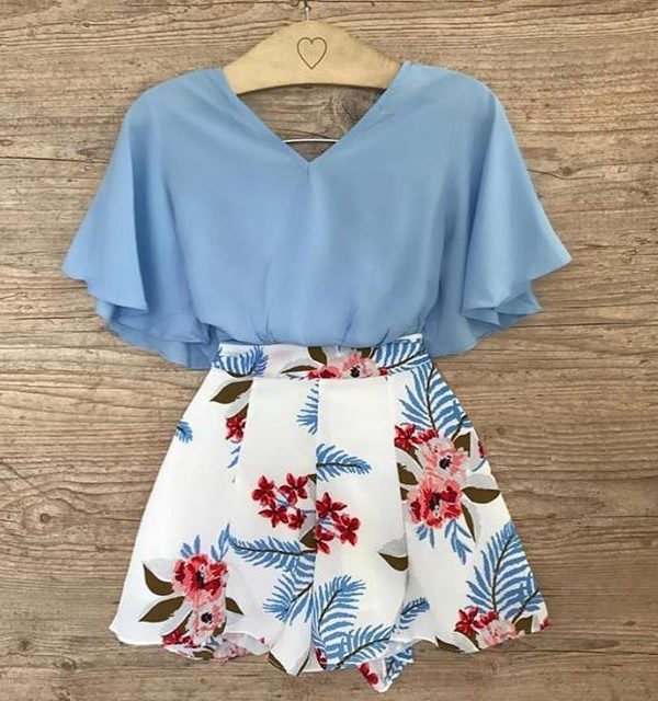 Σετ σορτς και μπλε μπλούζα