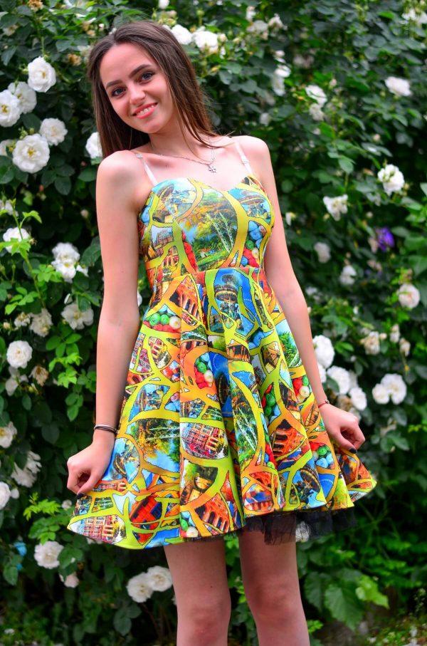 Лятна разкроена рокля с интересен принт