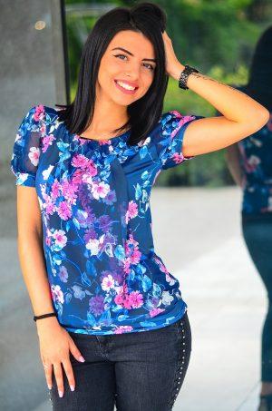 Дамска блуза с флорални мотиви