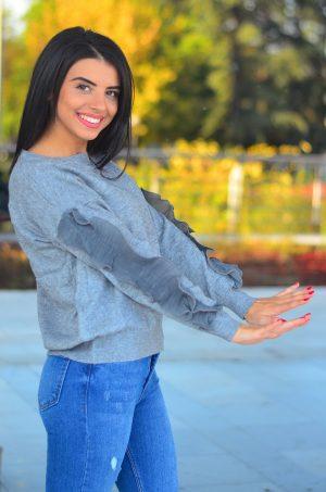 Дамска блуза в сив цвят с интересни ръкави