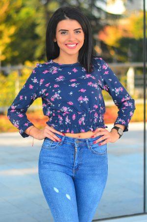 Флорална къса блуза от дънкова материя