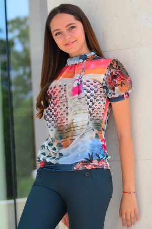 Елегантна дамска блуза с къс ръкав и флорален десен